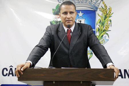 Sargento Pereira Júnior pede que Secretaria de Educação revise critérios de transferências de servidores
